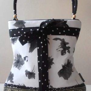 Fekete-fehér táska neszesszerrel