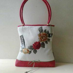 Virágrátétes táska / White denim bag ,with flower application