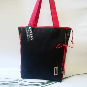 Fekete mintás táska